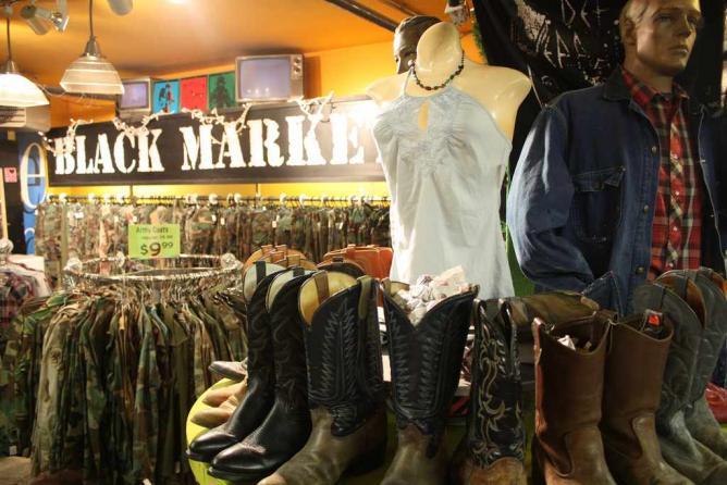 Black Market | © Tyrone Warner/Flickr