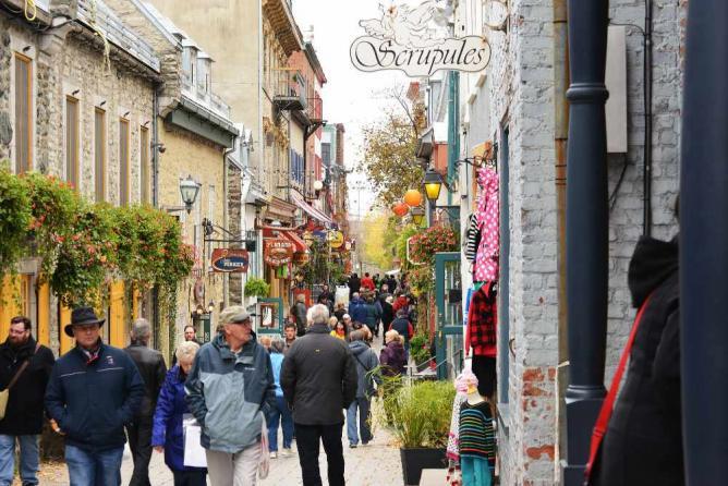 Rue du Petit Champlain, Quebec City   © Harvey Barrison/Flickr