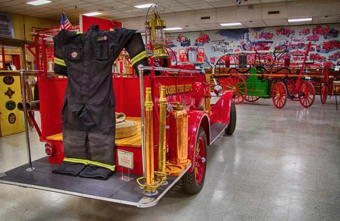 Old firefighter equipment | ©‎ Kool Cats Photography over 5 Million/Flickr