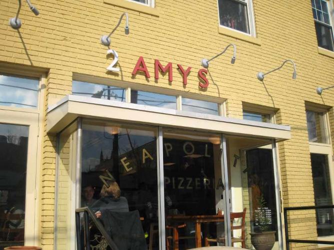 2 Amys | ©Rocky A/Flickr