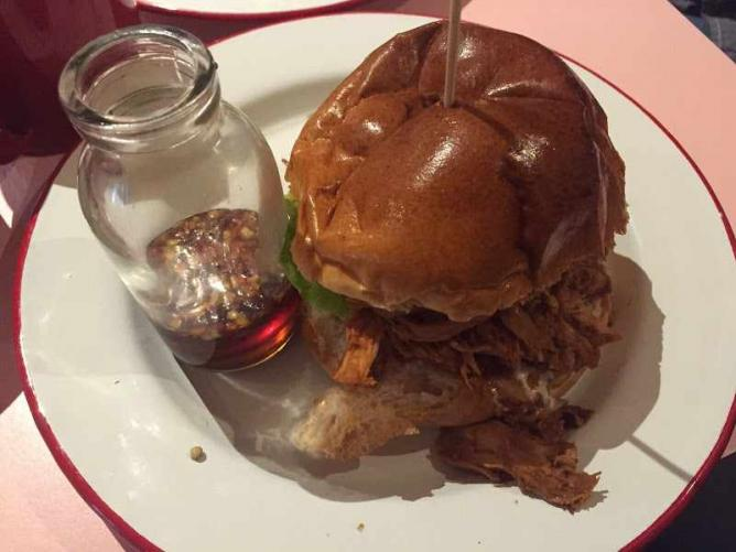 Ma' Plucker's pulled chicken in a bun | © Ben Southwood