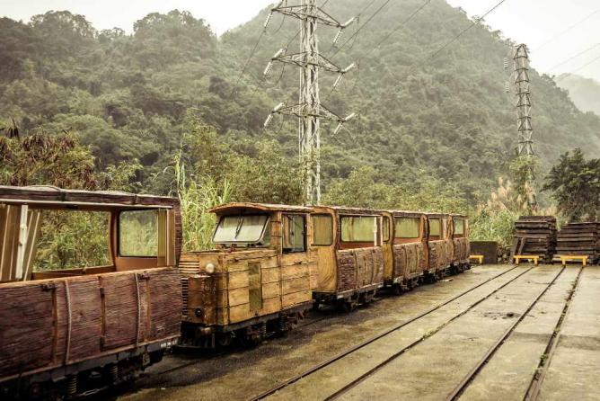 Trams in Wulai © Alexander Synaptic/Flickr