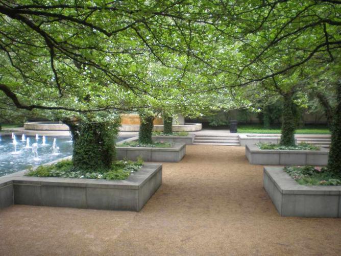 Art Institute South Garden © Elizabeth M/Flickr