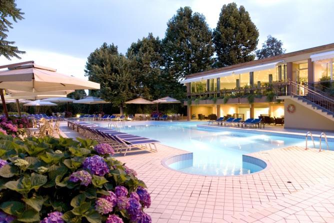 Hotel Pool | Courtesy of Best Western Congress Hotel