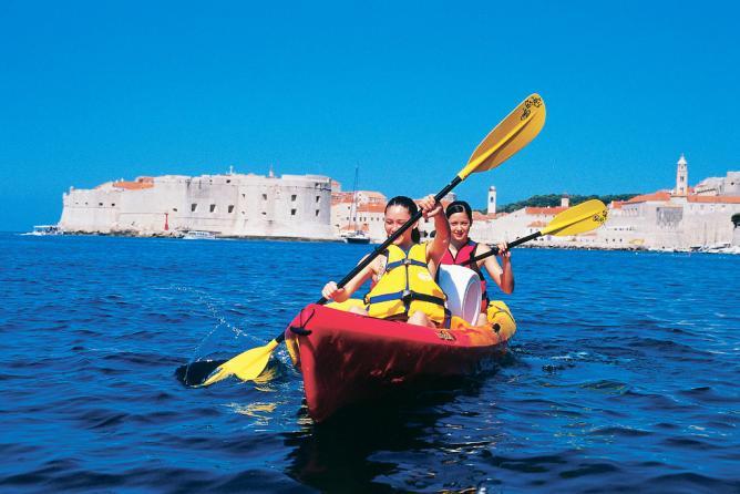 Kayaking in Croatia | ©BikeHike Adventures / Flickr