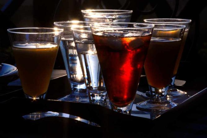 Sunset cocktail | © Angelo Amboldi/Flickr