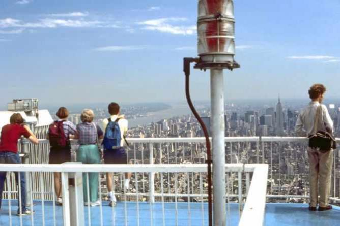 Viewers atop Two World Trade Center observation deck looking north toward mid-Manhattan. | ©TedQuackenbush/WikimediaCommons