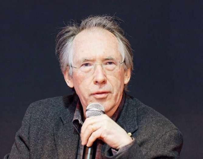 Ian McEwan, a british writer, photographed during the 2011 Paris book festival. / © Thesupermat/Wikicommons