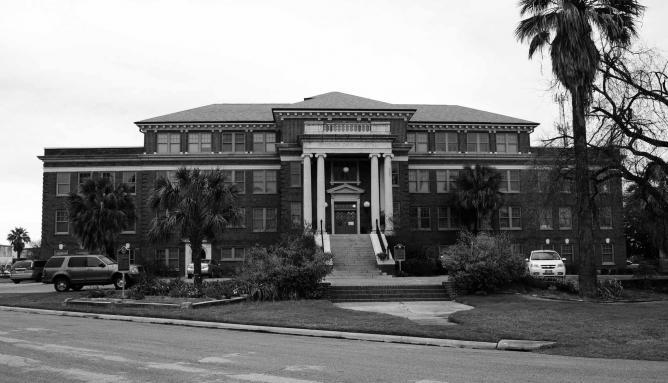 Former Jefferson Davis Hospital   © Nakrnsm/Flickr