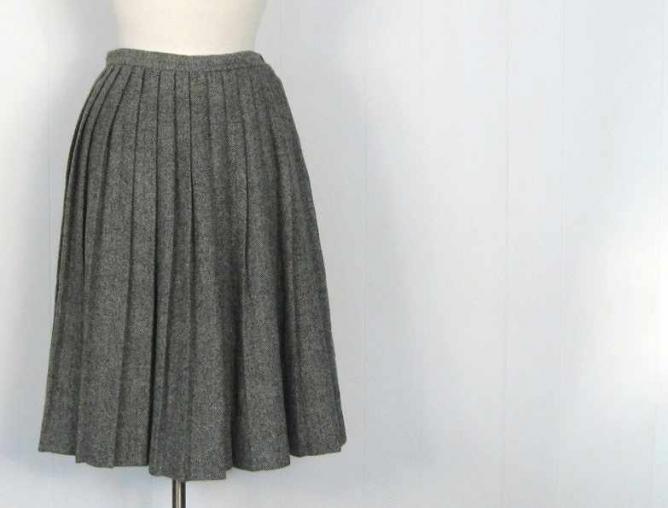 Grey pleated skirt   © Karen Small Earth Vintage/Flickr