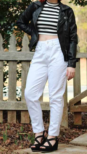 High-waisted white pants   © Jamie/Flickr