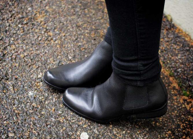 Black ankle boots   © Maria Morri/Flickr