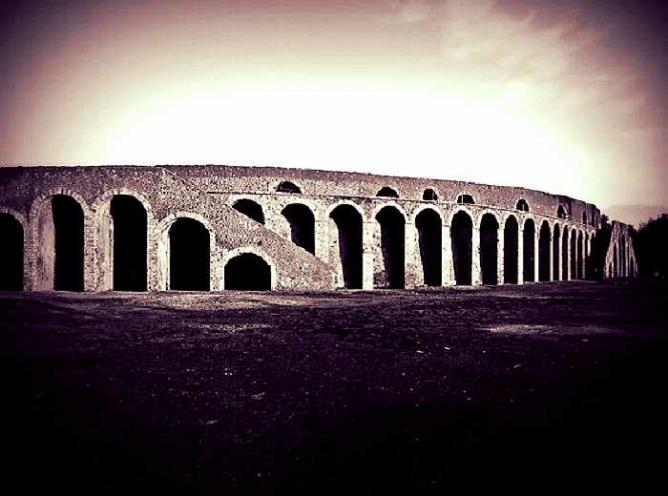 Pompeii Amphitheatre © Carlo Mirante/Flickr