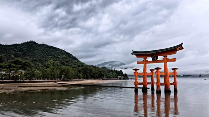 Itsukushima Shinto Shrine | © Joe deSousa/Flickr