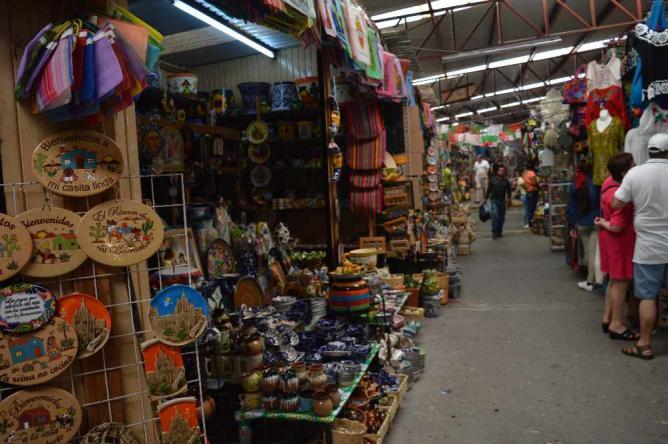 Handmade artesanías at the Mercado de Artesanías / ©Maya Sankey-Black