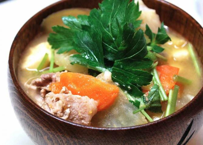 miso soup with pork and vegetables / 今夜は豚汁だ