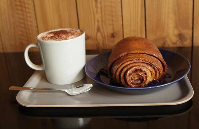 Coffee and cinnamon roll | © Nordic Bakery