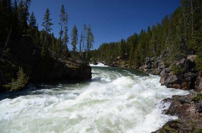 Upper Falls at Yellowstone National Park   © Shutterstock.com