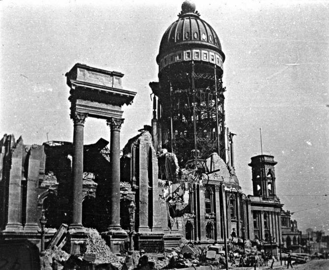 Ruins of San Francisco City Hall, 1906 | © US Geological Survey/Flickr