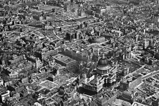 WW2 bomb damage around St Paul's Cathedral, London in 1946 | © Aerofilms Ltd/ Dave Wood/Flickr