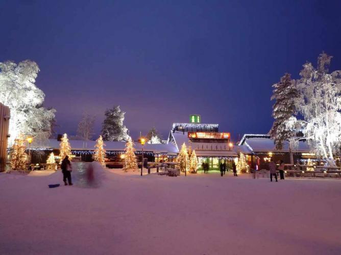 Santa Claus Holiday Village © Timo Newton-Syms/Flickr