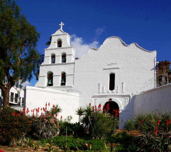 Mission San Diego | © Rennett Stowe/Flickr