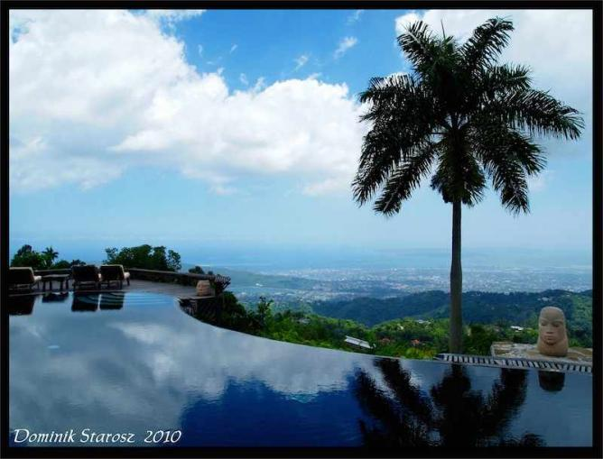 The view from the pool deck at Strawberry Hill | © Flickr