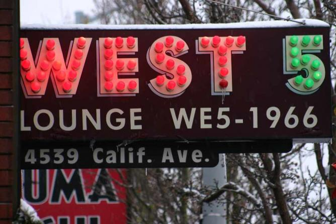 West 5 Sign | © fank209/Flickr