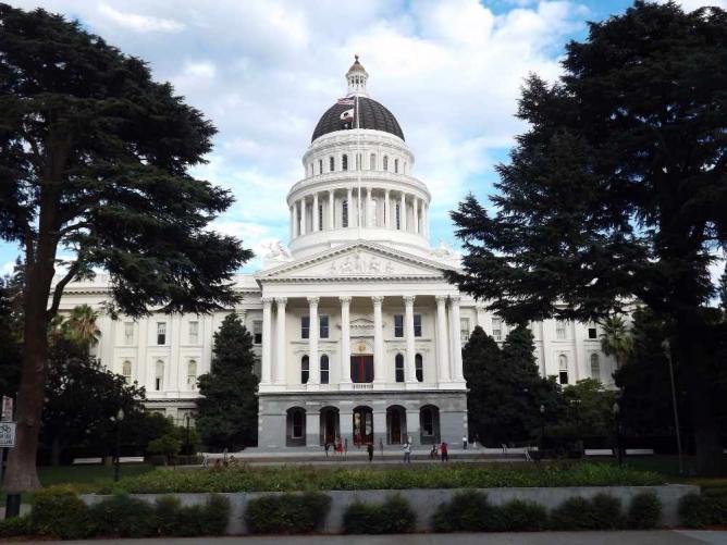 Calif. State Capitol   © ATOMIC Hot Links/Flickr