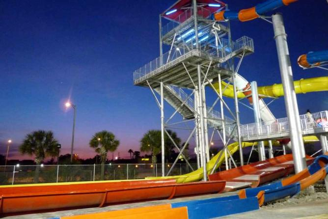 Water slide tower   © Leigh Caldwell/Flickr