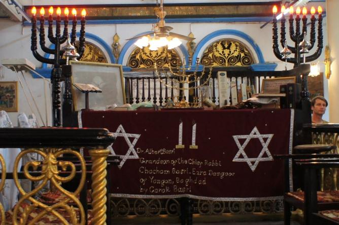 Musmeah Yeshua Synagogue altar © Esme Vos/WikiCommons