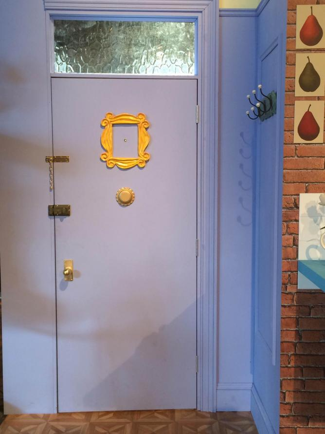 Enter into Monicau0027s apartment through the iconic door u0026#xA9; Ellie Griffiths & FriendsFest: Comedy Central Celebrating 21 Years Of Friends pezcame.com