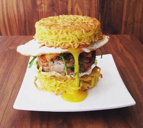 Ramen burger  © Umamido