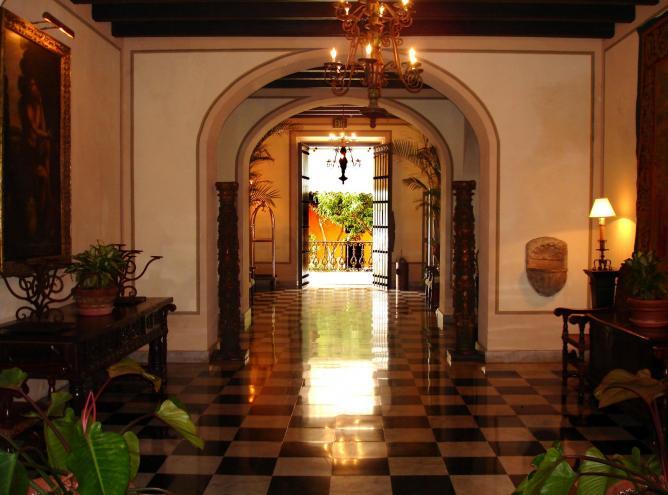 The El Convento Hotel lobby l © cogito ergo imago/Flickr
