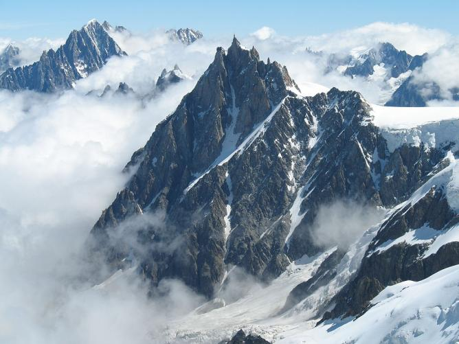 L'Aiguille du Midi (The mountain) © Martin Janner/WikiCommons