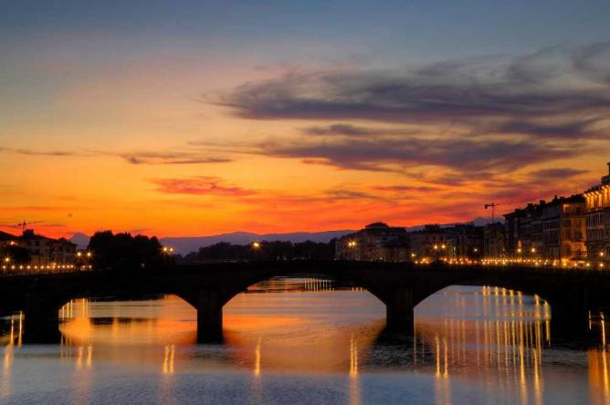 Santa Trinita Bridge in Florence | © Neil/Flickr