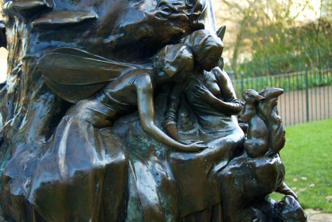 Detail from the Peter Pan Statue | © McKay Savage/Flickr