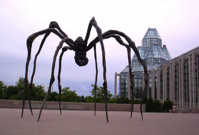 'Maman' standing outside the National Gallery in Ottawa   © Radagast/Wikicommons