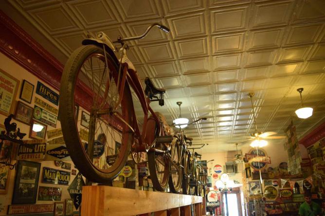 Antique Shop | © Guilherme Nicholas/Flickr