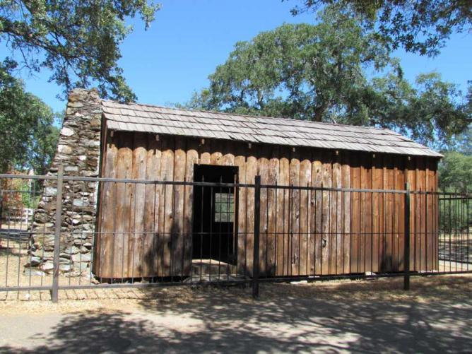 Replica of the Mark Twain Cabin, Jackass Hill, Calaveras County, CA | © David Berry/Flickr