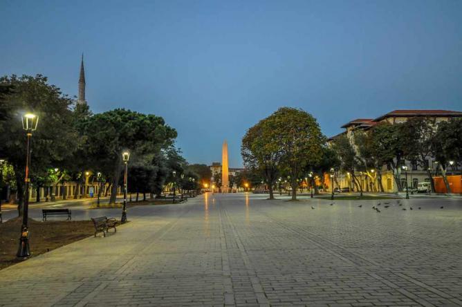 Hippodrome of Constantinople and Obelisk of Theodosius on Sultanahmet Meydanı square   © Jorge Láscar/Flickr