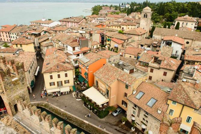 Streets of Sirmione | © Son of Groucho/Flickr