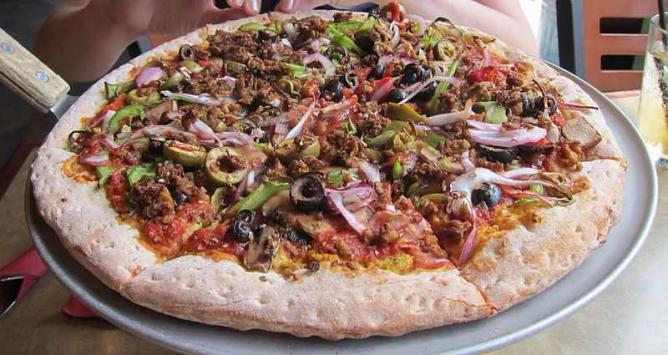 Vegan pizza | © Lokesh Dhakar/WikiCommons