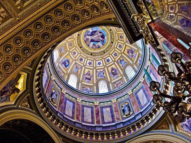 Interior of the basilica | © Roy Grundeken/Flickr