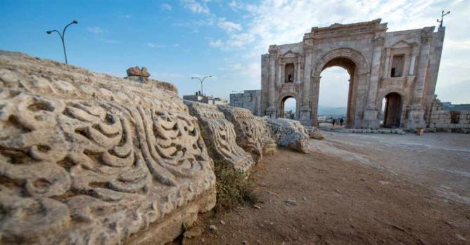Detail with Arch of Hadrian | © MerlijnHoek