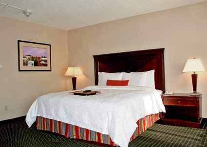 Hampton Inn & Suites Newark-Harrison-Riverwalk,