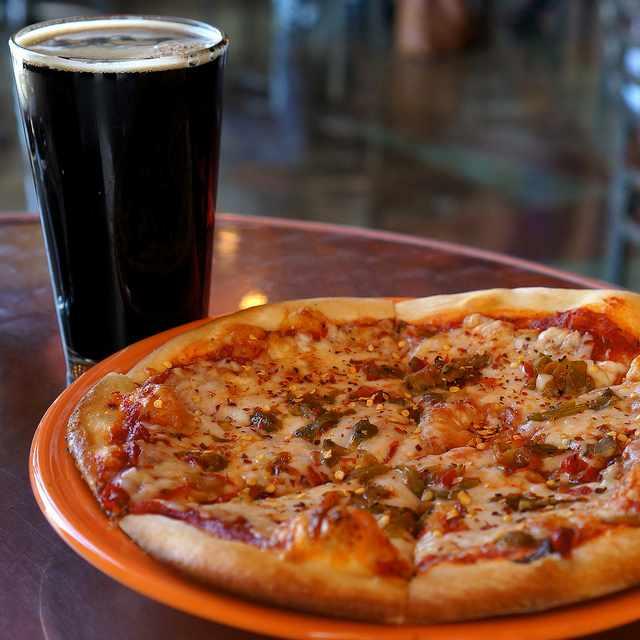 Pizza & beer   © Samat Jain/Flickr