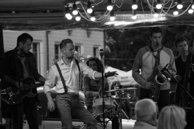 Musicians performing at Rockabilly House | © Henning Klokkeråsen/Flickr
