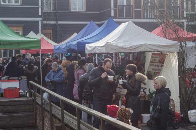 Seasonal market at Kalnciema kvartāls | © Santa Felkere/Flickr