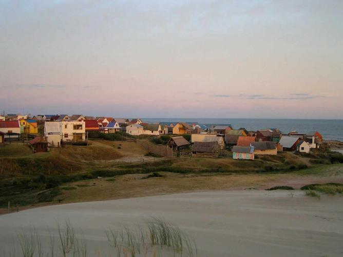 Sunset at Punta Del Diablo I © Rabble/WikiCommons